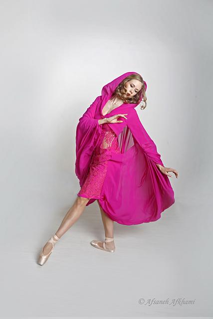 2-Caroline-Osmont-danseuse-de-lOpéra-Garnier-Photographe-Afsaneh-Afkhami-Couturier-Jean-Doucet-coifeur-Maquilleur-Emile-pour-Angel-Studio